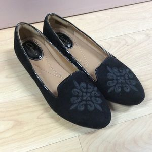 Clark's black suede flats with embroidered toe 5